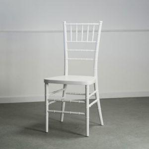 chaise Ines blanche vintage champêtre mariage extérieur